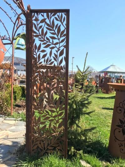 Edelrost Sichtschutz mit Blätterranken Corten Raumteiler