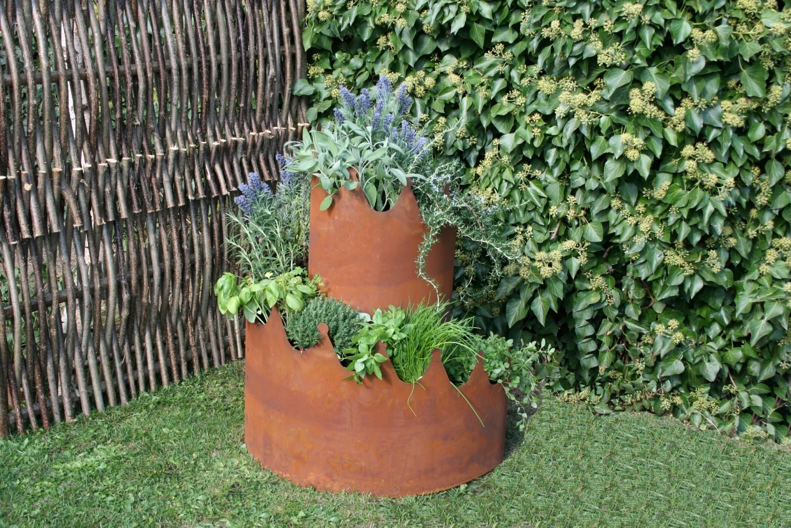 Diese Schnecke möchtest du im Garten  – Warum eine Kräuterschnecke aus Metall einfach toll ist!