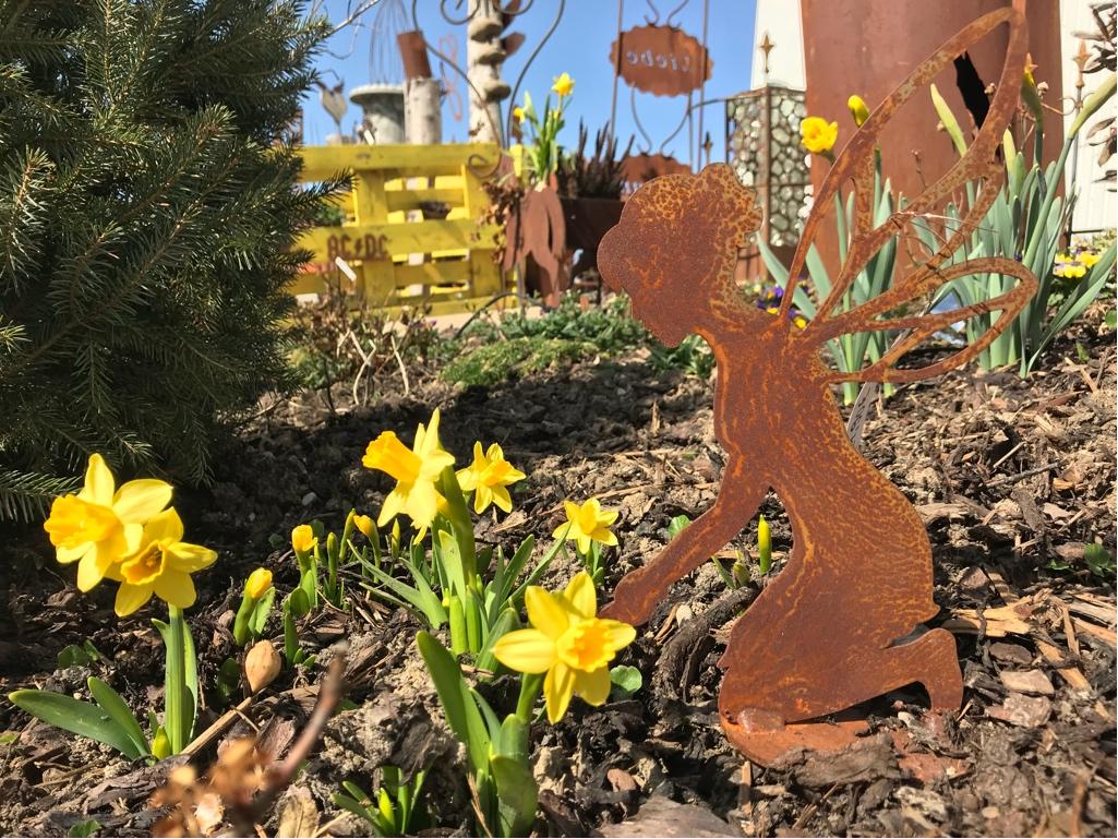 Der rostige Garten erwacht – Rundgang im April