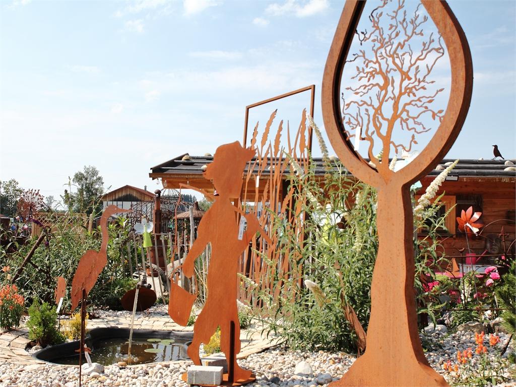 Steingarten mit Teich - rostiger Garten Betzigau im Allgaeu
